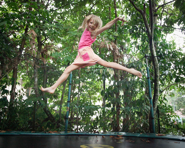 Child_trampoline